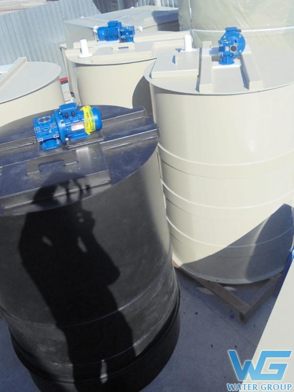 Емкости из пластика с мешалкой