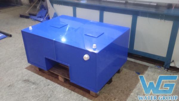Емкость из пластика для перевозки воды с установкой на платформу автомобиля