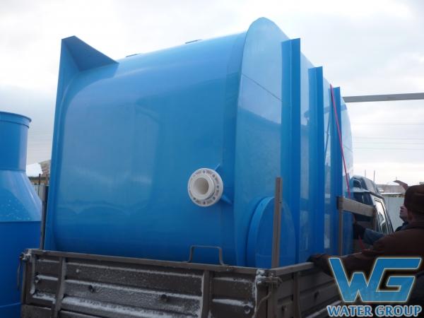 Транспортировка пластиковой емкости для питьевой воды